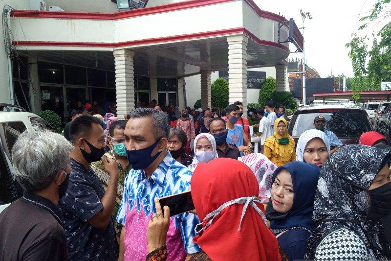 Puluhan wali murid datangi kantor DPRD protes PPDB zonasi di Padang