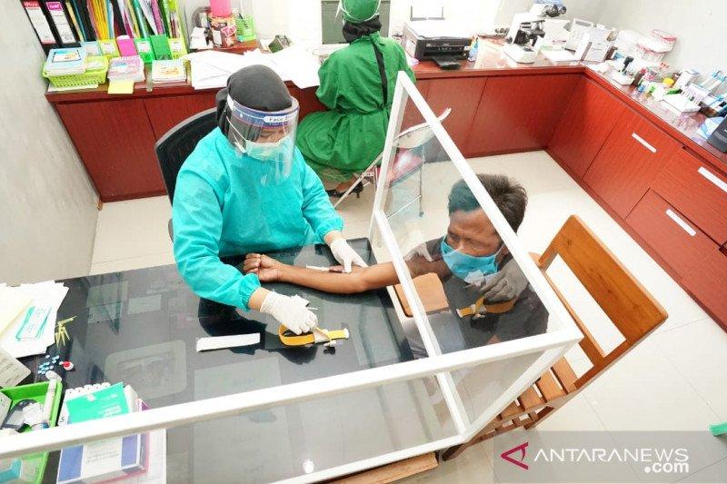 Pemkab Banyuwangi bantu tes cepat gratis sopir yang hendak ke Bali