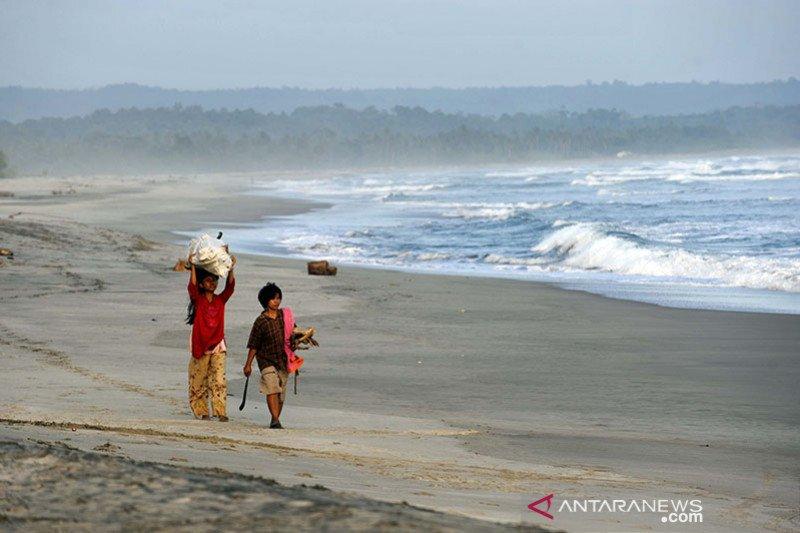 Guncangan akibat gempa di Laut Jawa dirasakan di wilayah yang luas