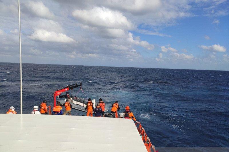 Pertemuan arus sulitkan pencarian korban kapal tenggelam di Kupang