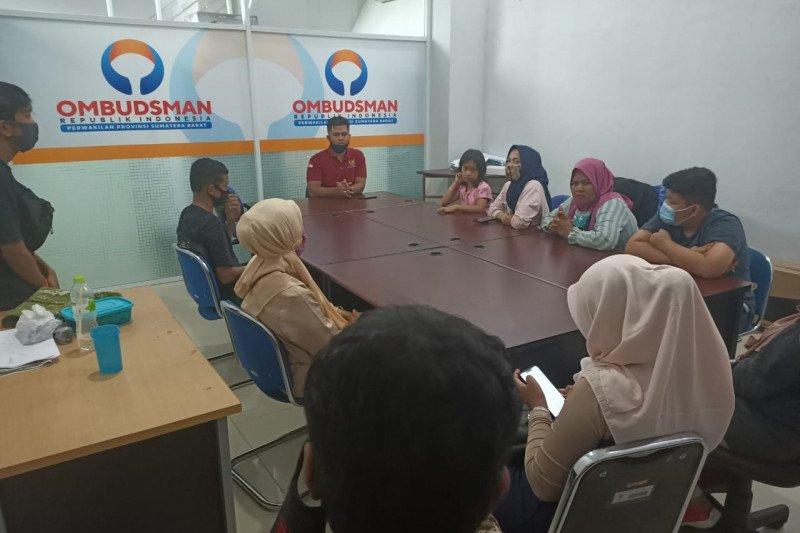 Puluhan orang tua siswa mengadu ke Ombudsman Sumbar perihal PPDB