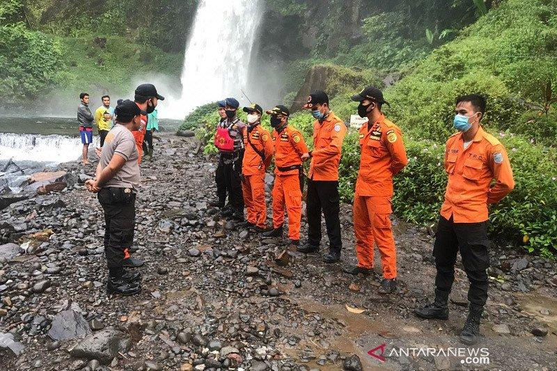 Basarnas Jambi masih mencari korban tenggelam di air terjun