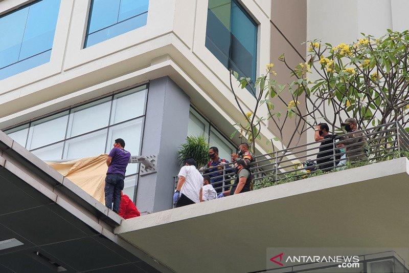 Polisi masih selidiki penyebab wanita terjatuh dari lantai 13