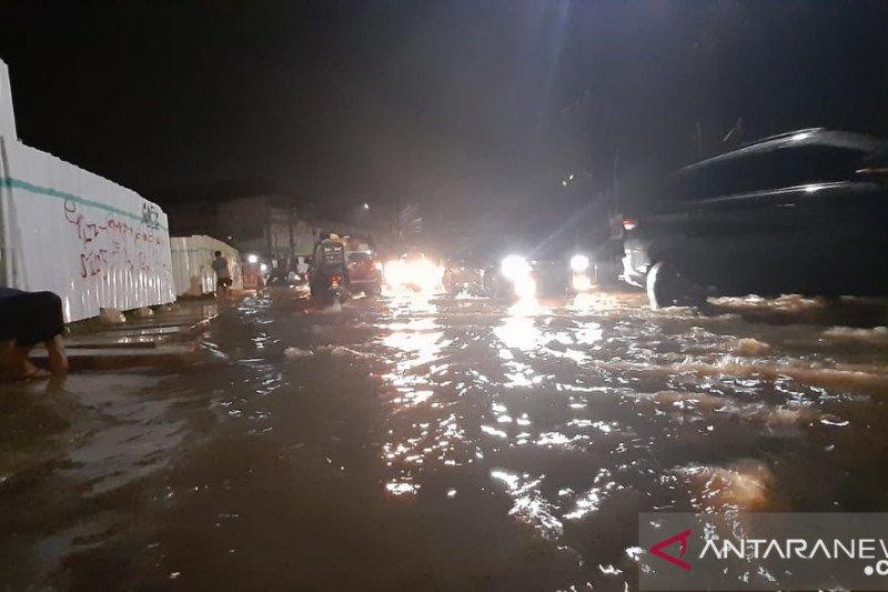 Pemukiman warga hingga jalan di Tangsel terendam banjir