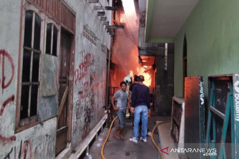 Kemarin, puluhan rumah terbakar hingga eksploitasi anak