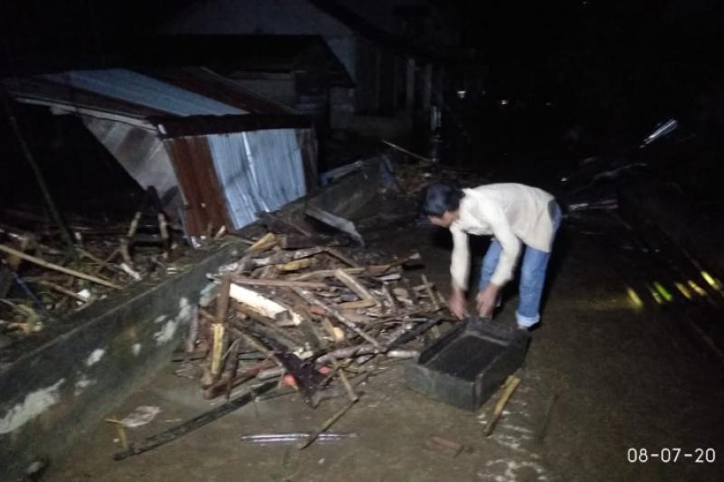Korban banjir bandang Entikong perbatasan RI-Malaysia dipasok bantuan