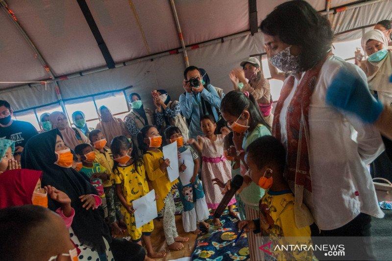 Menteri PPPA kunjungi pengungsi bencana longsor Lebak