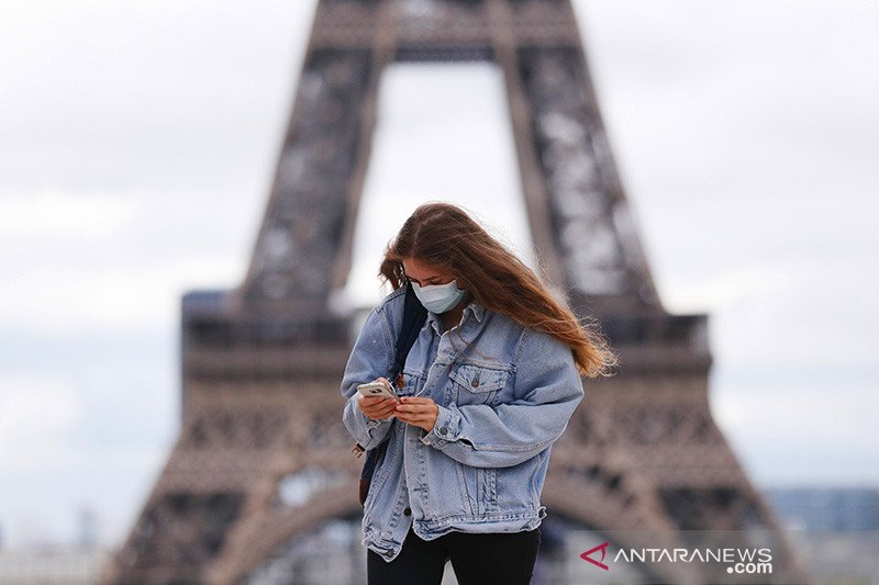 Eiffel kembali sepi setelah wabah COVID-19 kembali meningkat