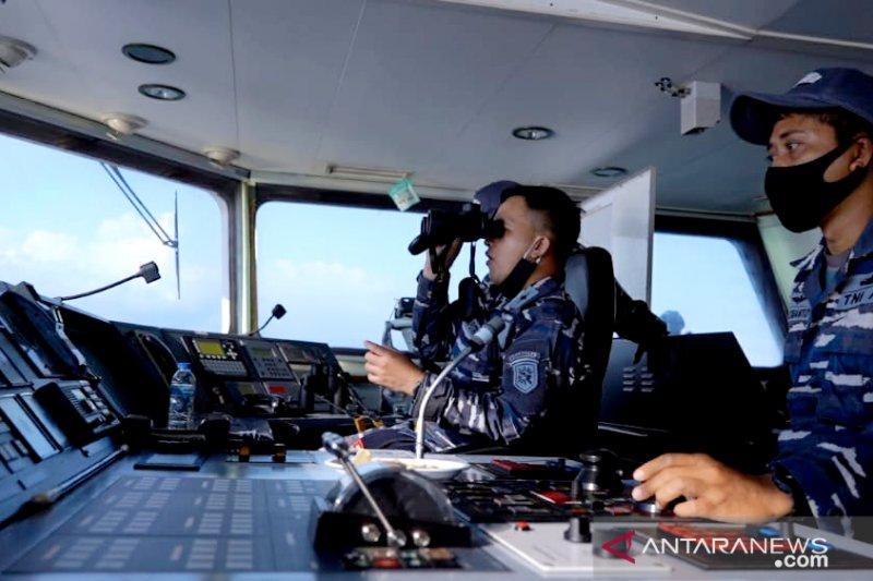 Kapal perang AL dan pesawat TNI AU kerja sama taktis di perbatasan