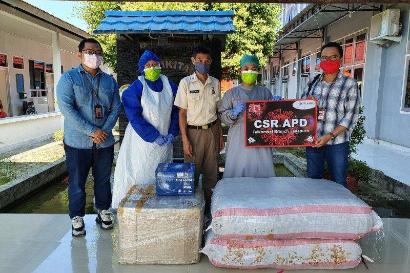 Telkomsel kembali serahkan bantuan APD ke rumah sakit di Jayapura