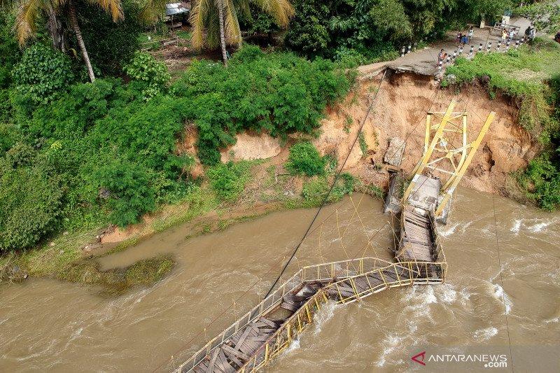 Jembatan gantung putus di Bone Bolango