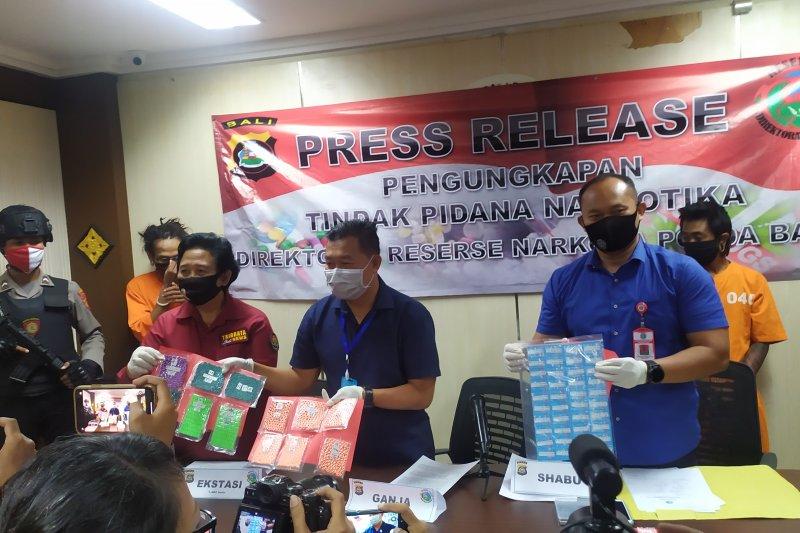 Polda Bali meringkus dua pengedar narkotika di Denpasar