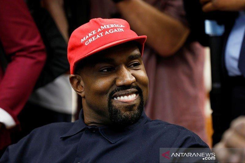 Kanye West dinobatkan sebagai selebriti pria berpenghasilan tertinggi