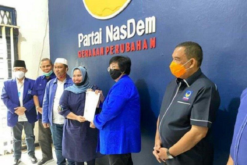 Siti Nurbaya serahkan surat dukungan NasDem untuk pilkada di Riau