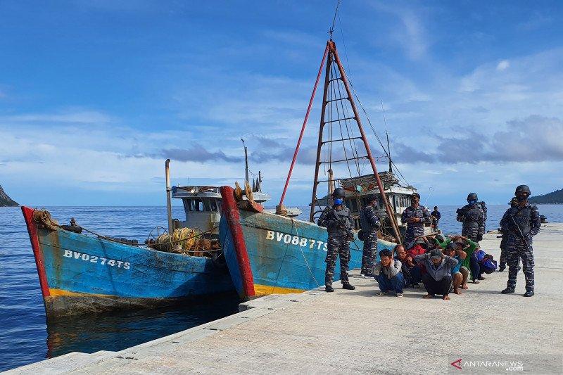 KRI Yos Sudarso-353 tangkap kapal ikan Vietnam