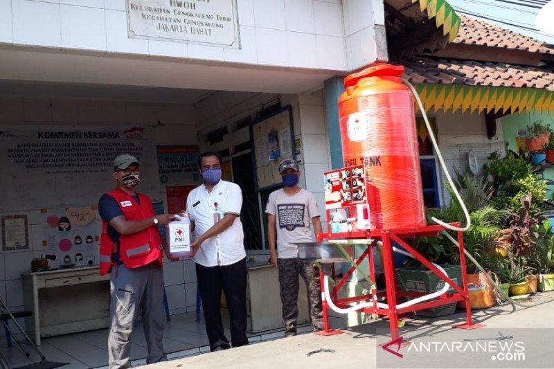 PMI salurkan ratusan unit fasilitas cuci tangan ke pasar dan faskes