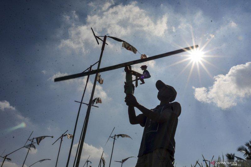 Kincir angin tradisional untuk pengusir hama burung
