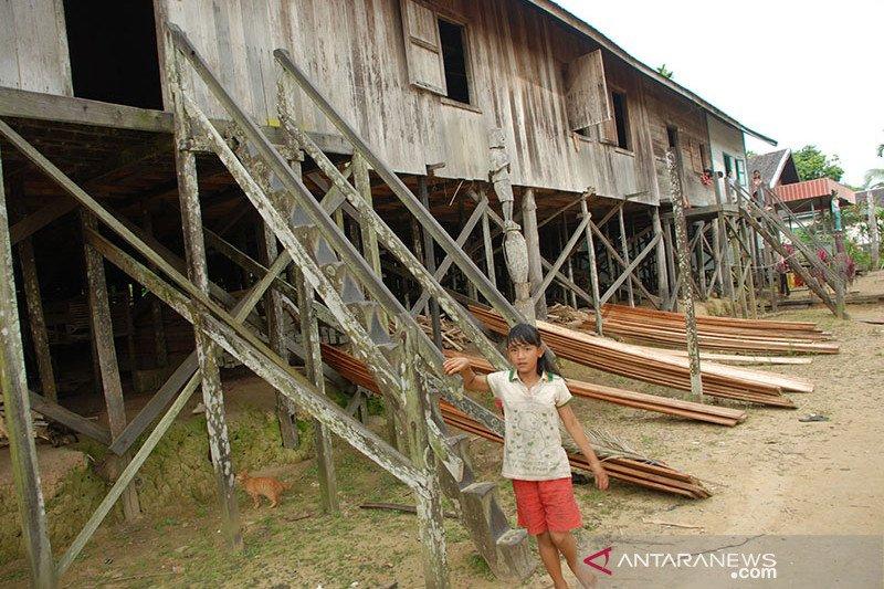 Dinkes Buka Posko Kesehatan Di Lokasi Kebakaran Rumah Betang Nyabau Antara News Sumatera Selatan