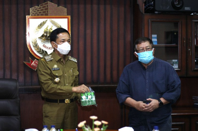 Pemkot Makassar terima 5.000 botol minyak kayu putih dari satgas Unhas