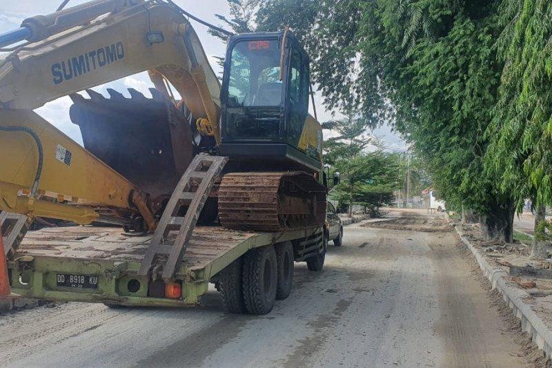 PT PP kerahkan alat berat buka jalan akibat banjir di Luwu Utara