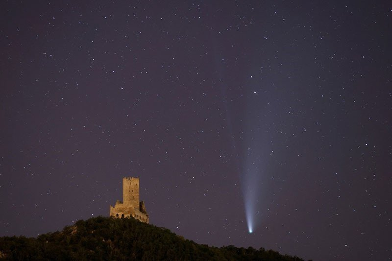 Kemarin, komet Neowise hinggarelawan uji klinis vaksinCOVID-19
