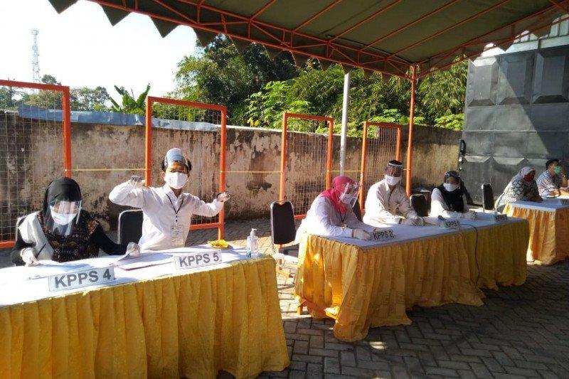 KPU Blitar lakukan simulasi pemungutan suara pilkada dengan APD