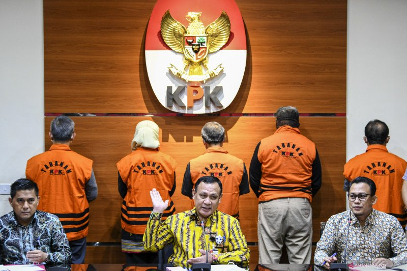 KPK tahan lima tersangka korupsi proyek fiktif Waskita Karya