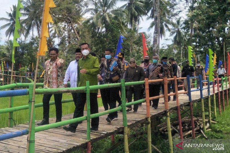 Mendes PDTT kunjungi objek wisata Jembatan Pelangi di Pariaman
