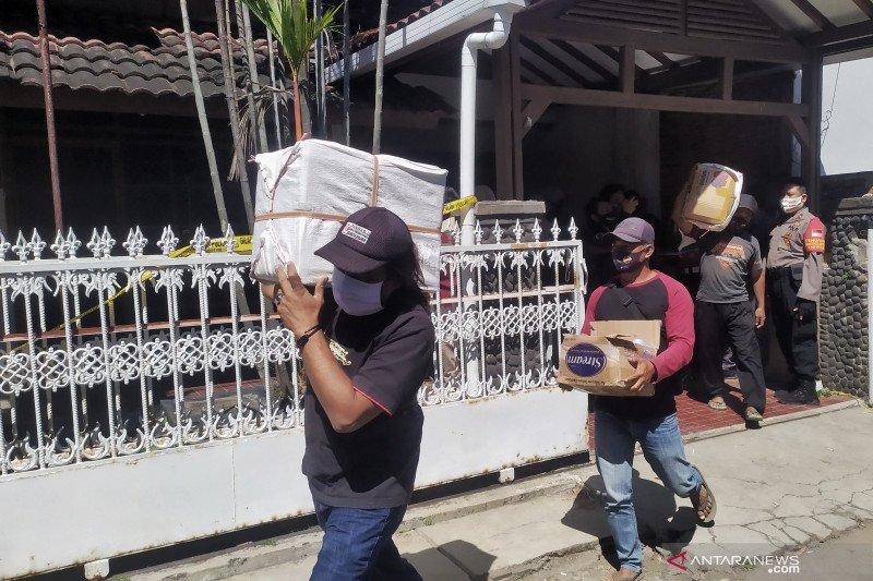 Polisi temukan 1,05 juta pil obat keras dari rumah produksi di Bandung