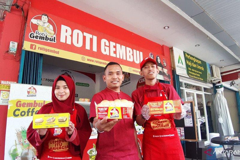 Roti Gembul utamakan produk halal karyawan selalu shalat dhuha