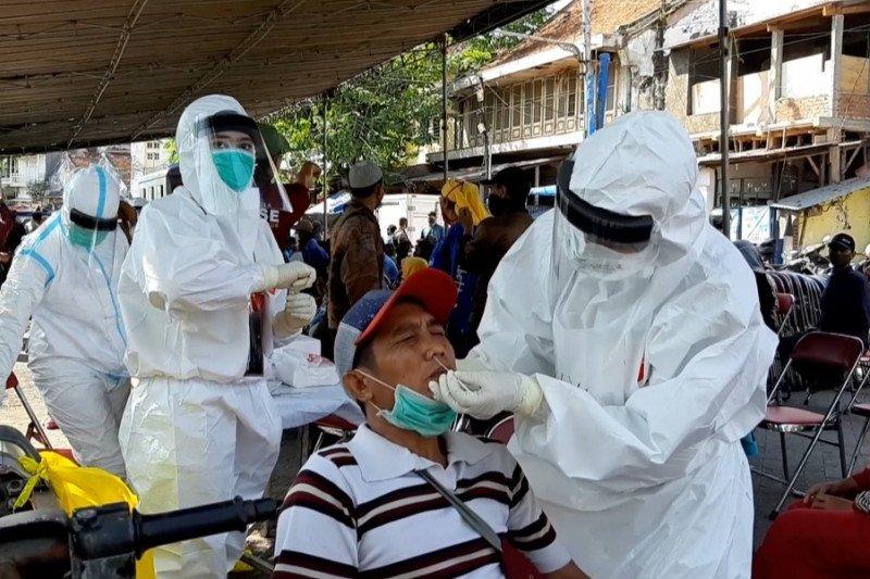 Hasil tes cepat, 47 pedagang di Pasar Pabean Surabaya reaktif
