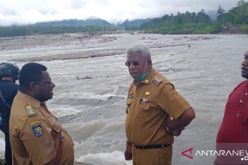 Rumah warga Kampung Mimika Gunung hanyut akibat banjir bandang