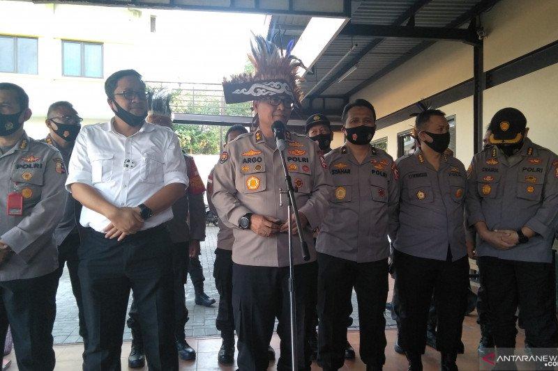 Akpol 1991 bagikan seribu paket sembako untuk warga Papua di Jakbar