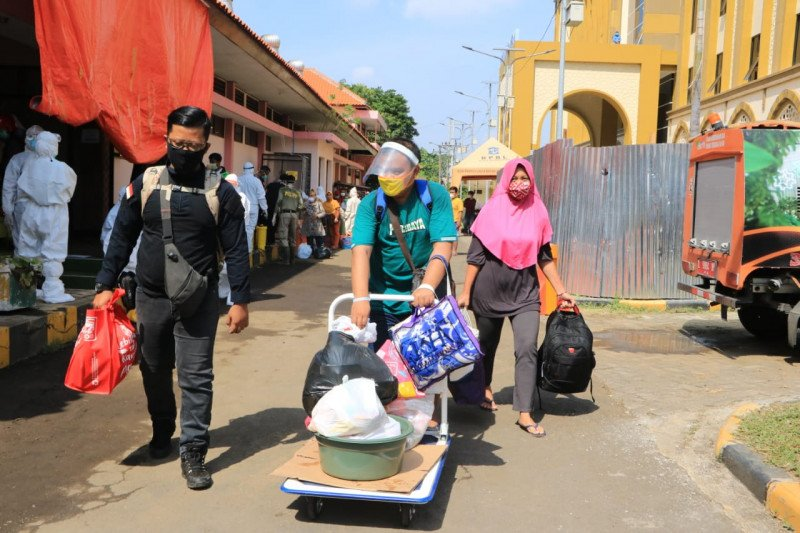 Setiap hari puluhan pasien COVID-19 sembuh di Surabaya