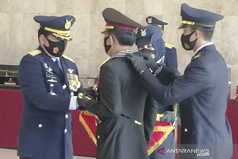 Panglima TNI anugerahi Kapolri Bintang Angkatan Kelas Utama