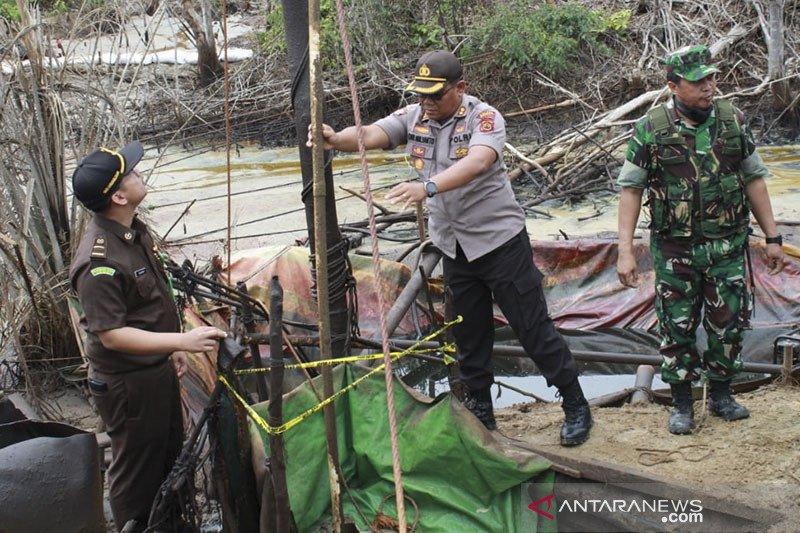 Polisi tutup 30 sumur minyak ilegal di Lubuk Napal Jambi