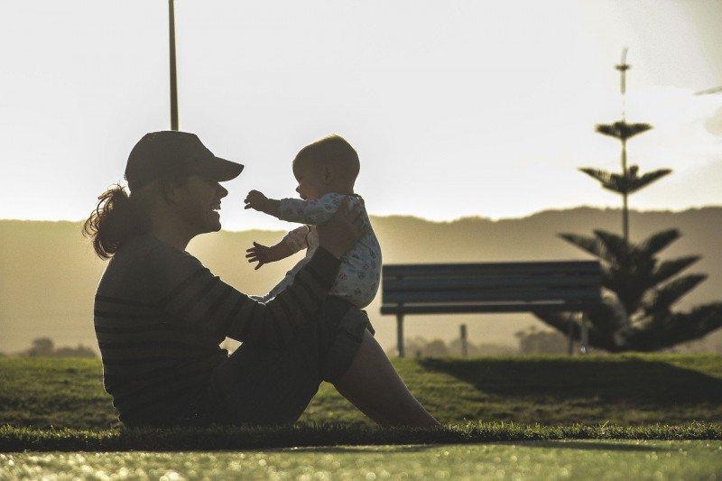 Bermain bareng anak tidak perlu ribet, kata psikolog
