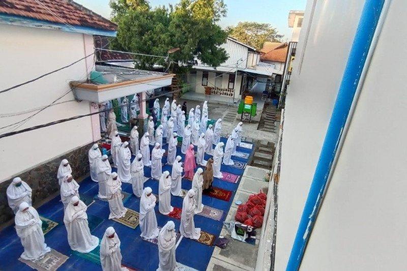 Shalat Idul Adha di Pesantren Tebuireng dengan protokol kesehatan