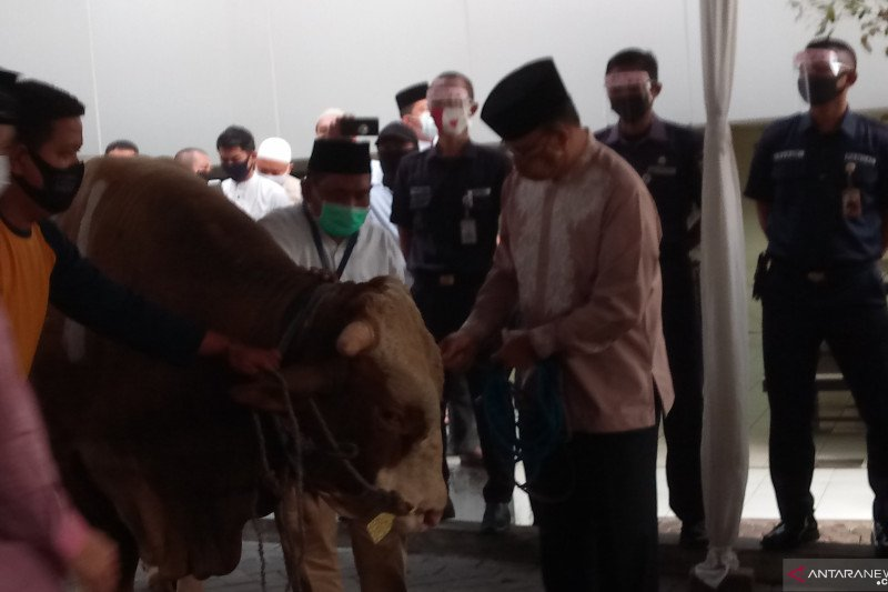Anies minta warga menaati larangan shalat Idul Adha di zona merah