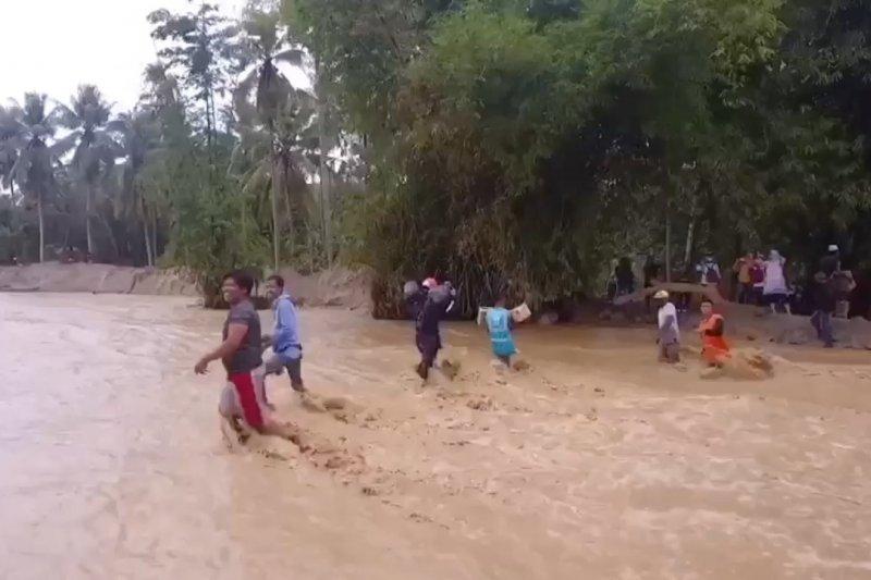 Hampir seluruh Sulteng berpotensi banjir & longsor