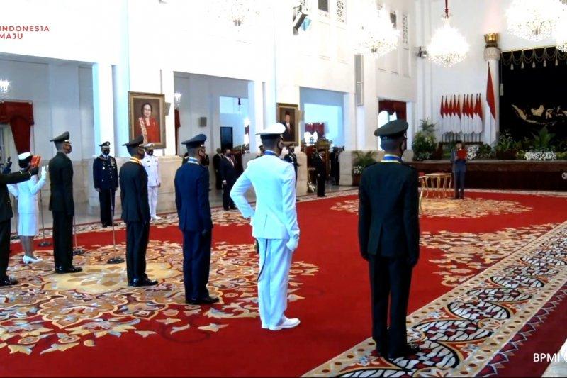 Presiden Jokowi lantik Perwira Remaja TNI dan Polri