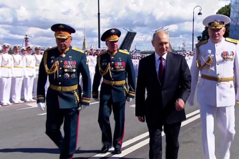 Rusia rayakan Hari Angkatan Laut dengan parade militer di St. Petersburg