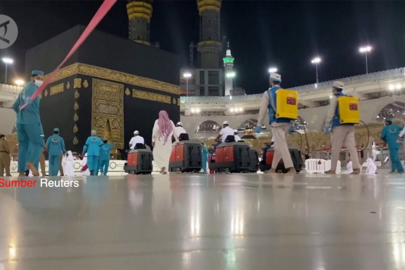 Pembersihan Masjidil Haram jelang pelaksanaan Haji terbatas