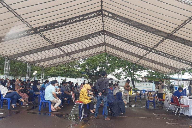 Tes usap, adik dan ponakan Gubernur Kepri Isdianto positif COVID-19