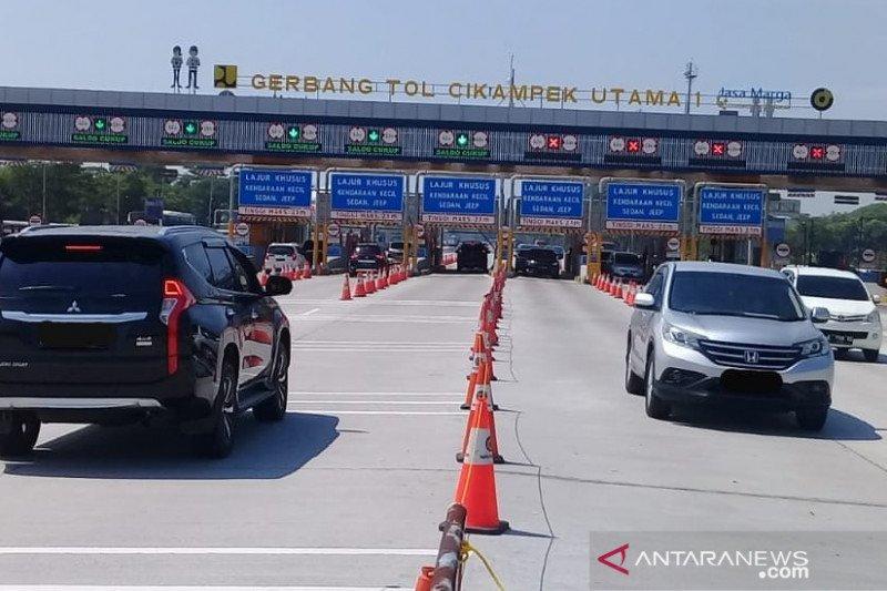 Pengguna jalan Tol Jakarta-Cikampek meningkat di hari libur Idul Adha