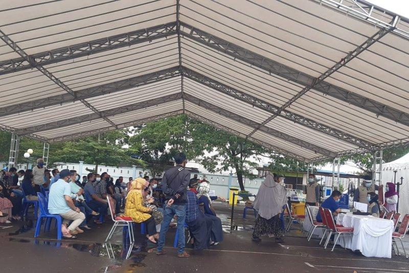 Ratusan orang kontak dengan Gubernur Kepri jalani tes swab