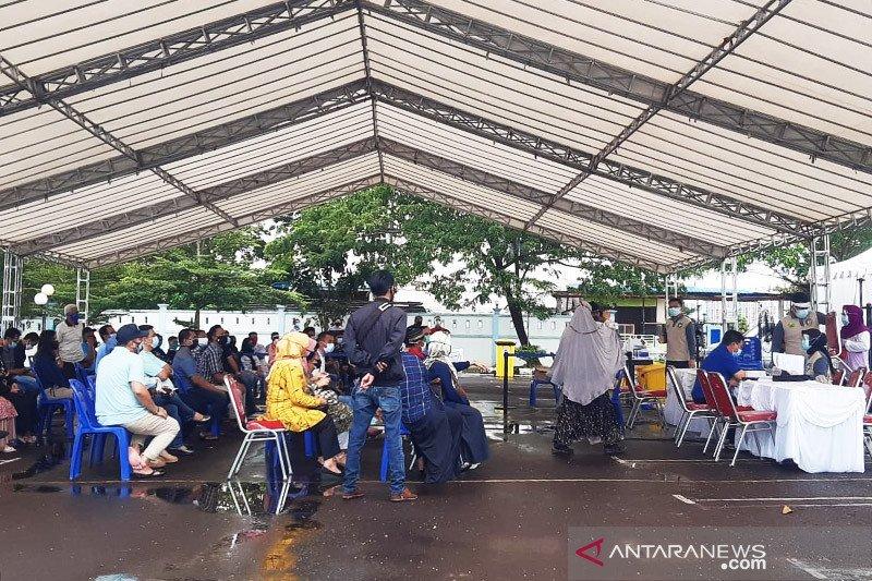 Ratusan orang kontak dengan Gubernur Kepri tes swab