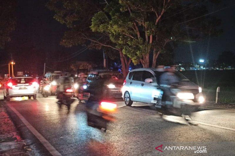Jalan utama di Garut menuju Bandung macet