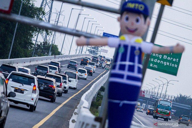 Kepadatan jalan tol Jakarta-Cikampek dipicu titik jelang