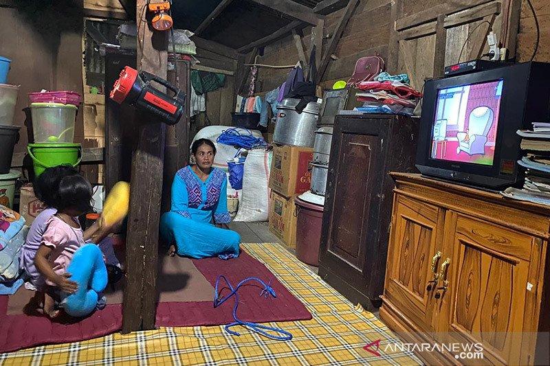PLN berhasil terangi satu kecamatan di Sumbawa hingga 24 jam